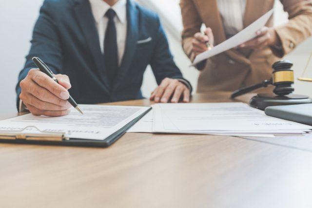Kedy by firma mala prijať interného právnika?