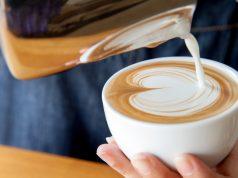 Mlieko do kávy – áno či nie?