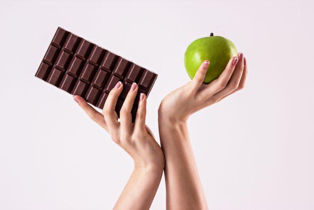 Balík jabĺk alebo tri tabuľky čokolády: ako vyzerá 1 500 kalórií?